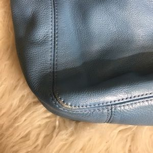 Michael Kors Bags - Gorgeous blue Michael kors bucket bag